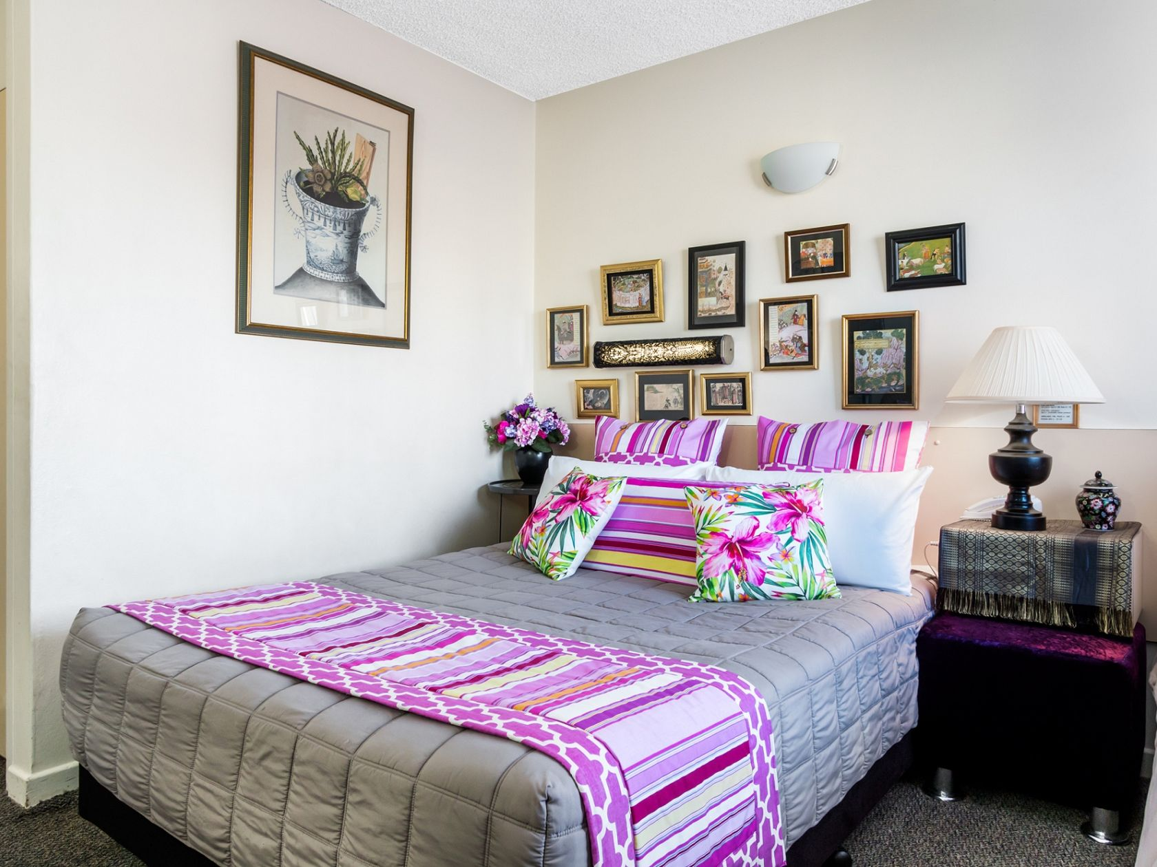Newly Redecorated Rooms & Relisted To Sell