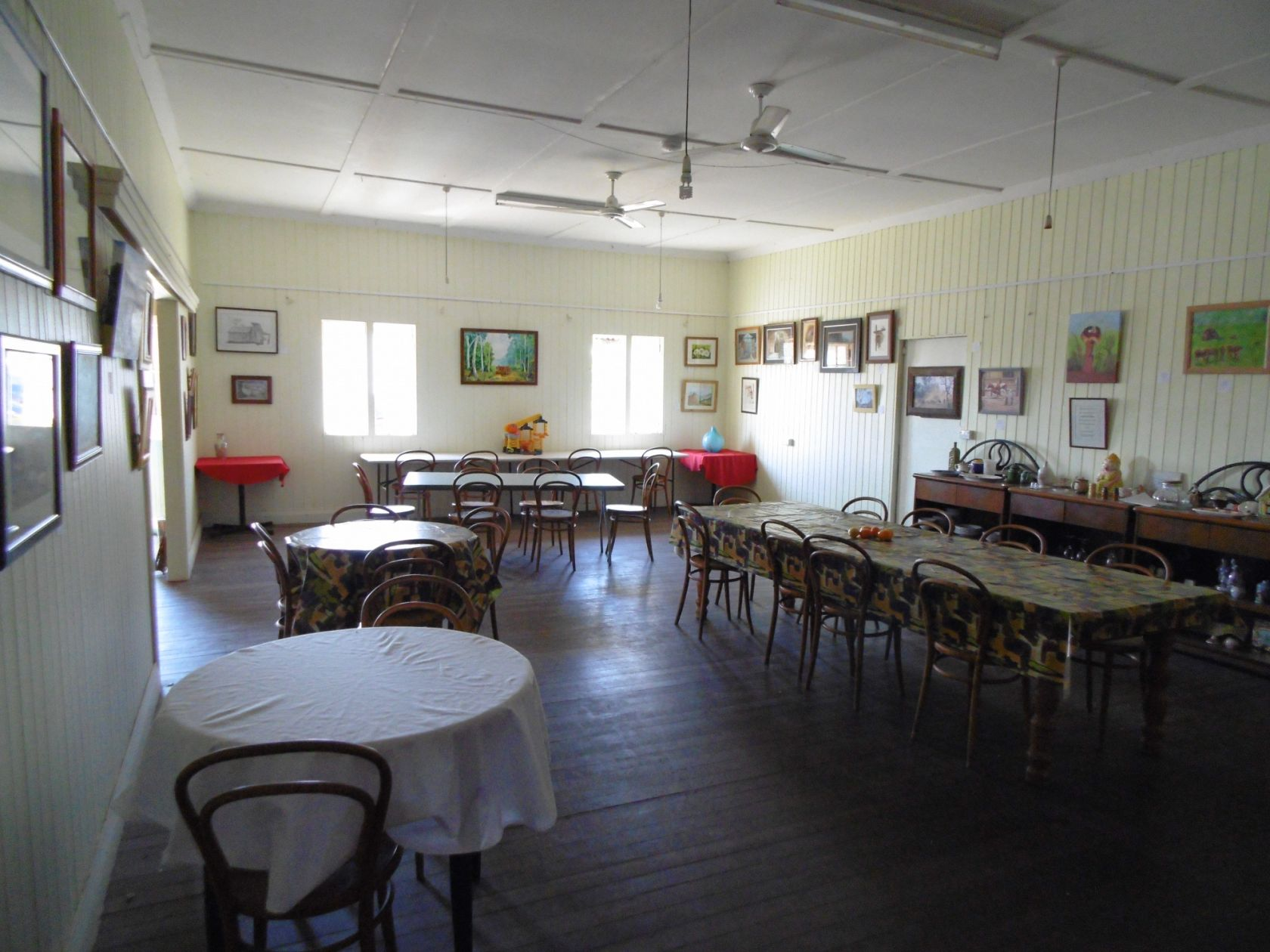 Traditional Mum and Dad, Freehold Queenslander Hotel in Good Condition