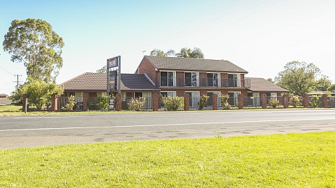Freehold Going Concern, Motel | VIC - West | 20 Room Beautifully Presented Motel with Picturesque Murray River View