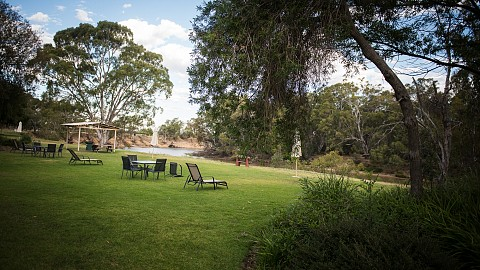Leasehold, Motel | VIC - North | Enjoy A Sunny Lifestyle With Prime Murray River Frontage At This Resort Motel